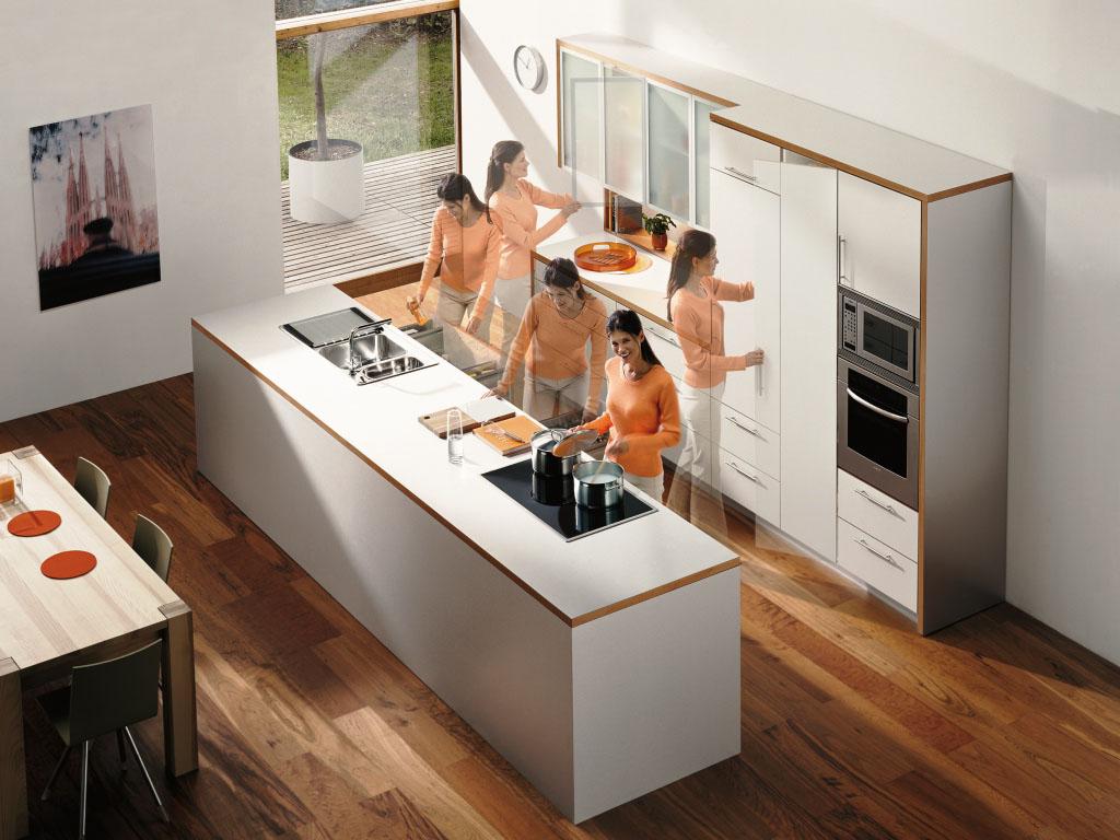 Холодильник в помещении
