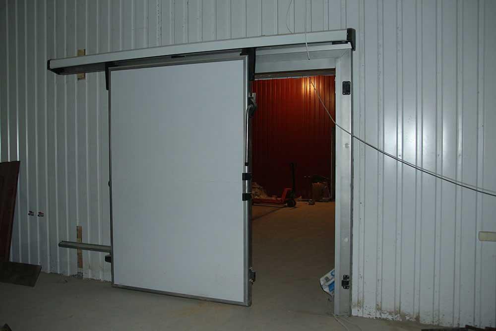 Откатные ворота для холодильной камеры.