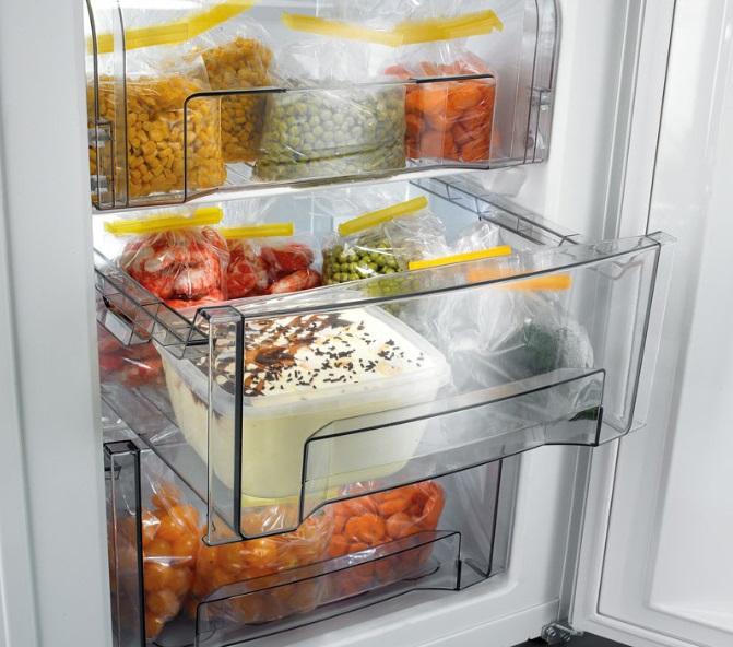 Внутренности холодильника Ariston Ноу Фрост