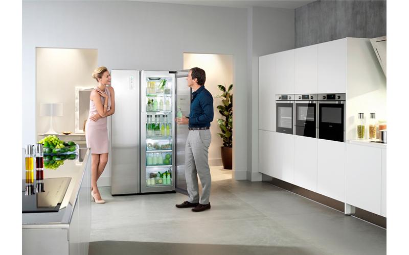 Samsung холодильник на кухне