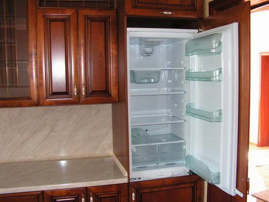 Встроенный холодильник большой