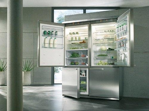 Самый большой бытовой холодильник