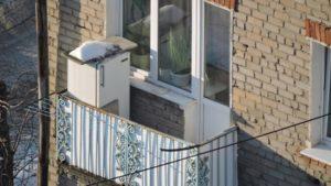 Морозильник зимой на балконе
