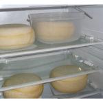 Можно ли хранить сыр в морозильной камере