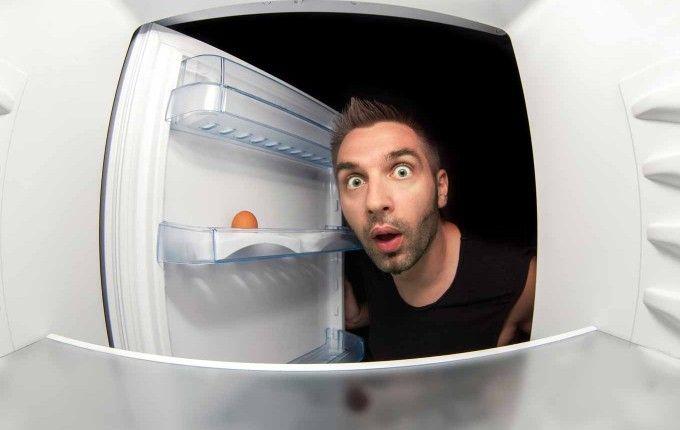 Свет горит, холодильник не работает